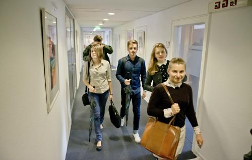 Interlinkers walks through corridor of the new Die Zeit office in Hamburg downtown