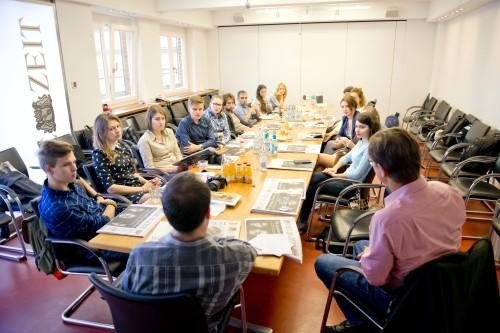 Interlink Academy participants listens Martin Klingst, a senior political correspondent at Die Zeit.